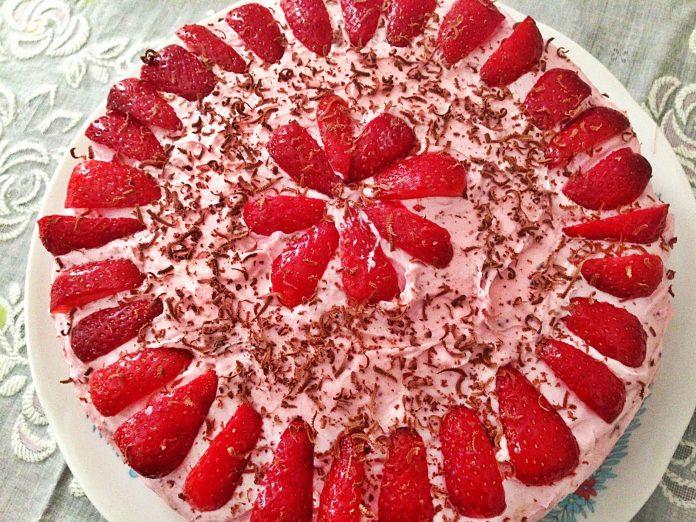 Çilekli Top Pasta Nasıl Yapılır