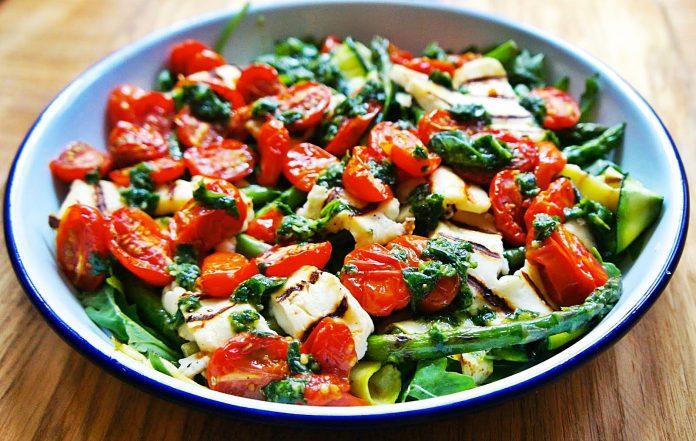 Soslu Sebze Salatası Nasıl Yapılır